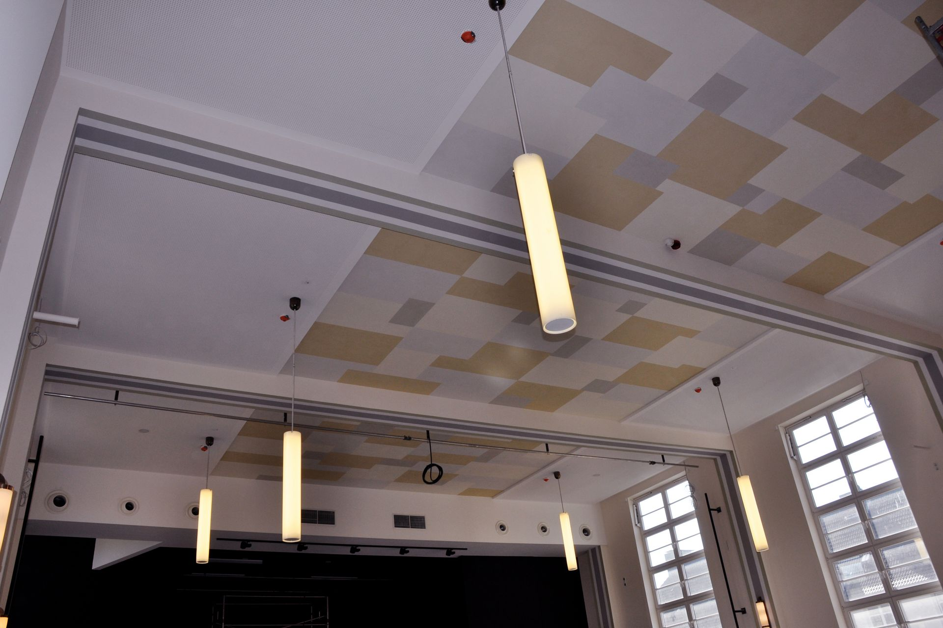 Neufassung einer Deckenbemalung in der Aula des Gymnasium Alstertal